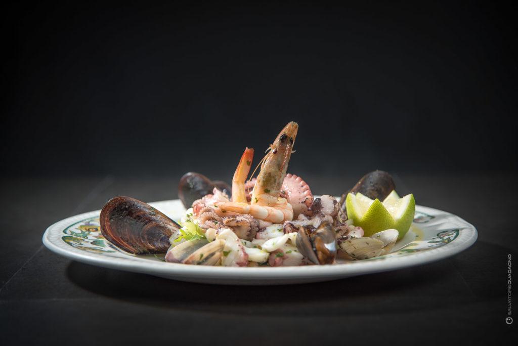 frutti-di-mare-insalata-piatto-ristorante-fotografia-food