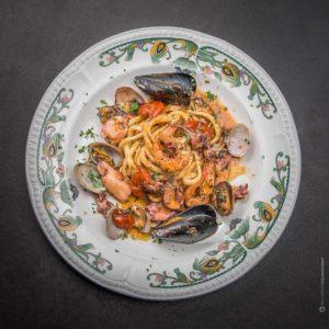 piatto-spaghetti-frutti-di-mare-ristorante-fotografia-food