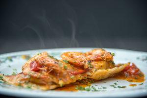 piatto-ravioli-scampi-fumante-ristorante-fotografia-food