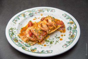 piatto-ravioli-scampi-gustoso-ristorante-fotografia-food