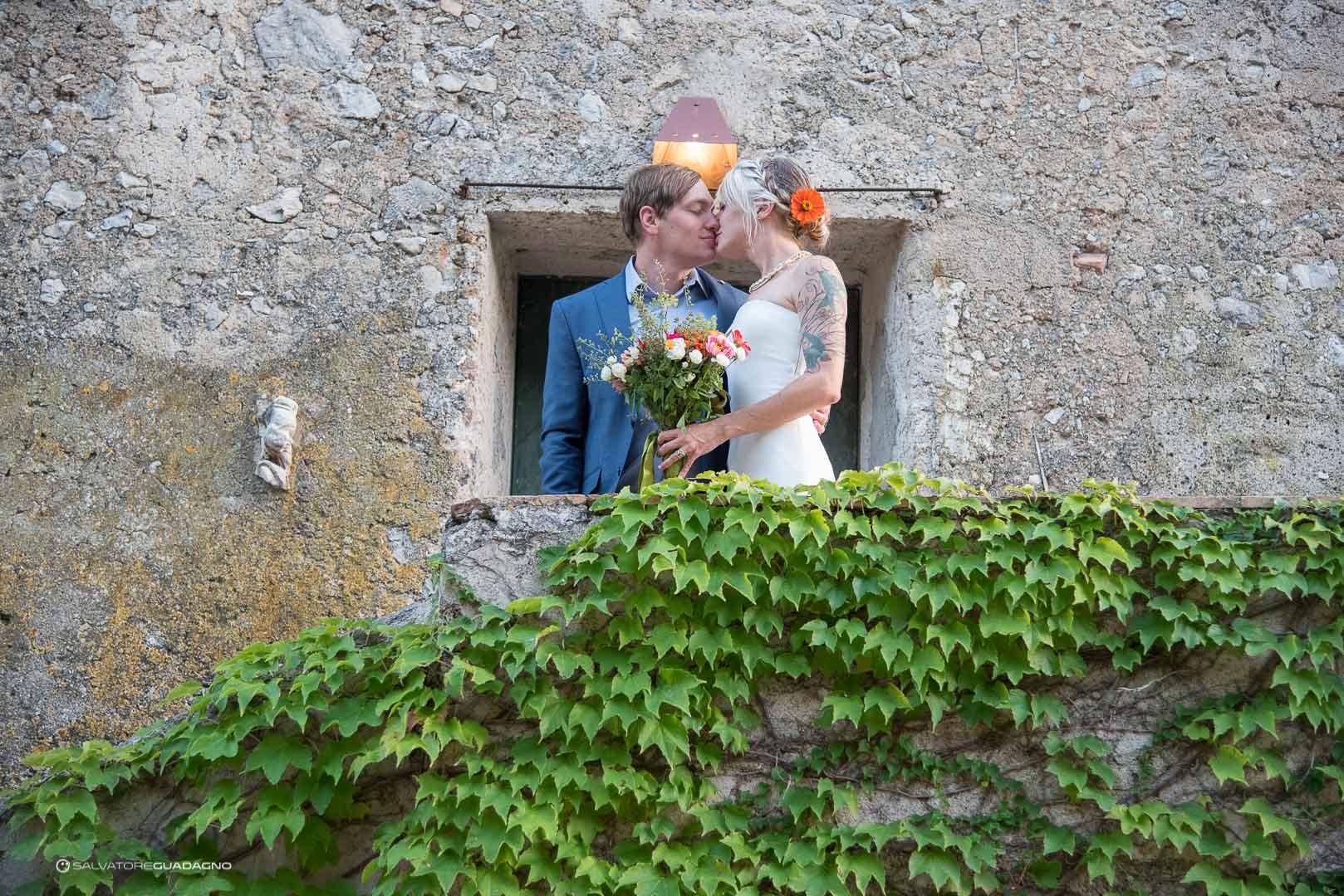 fotografo-matrimonio-bacio-costiera-amalfitana